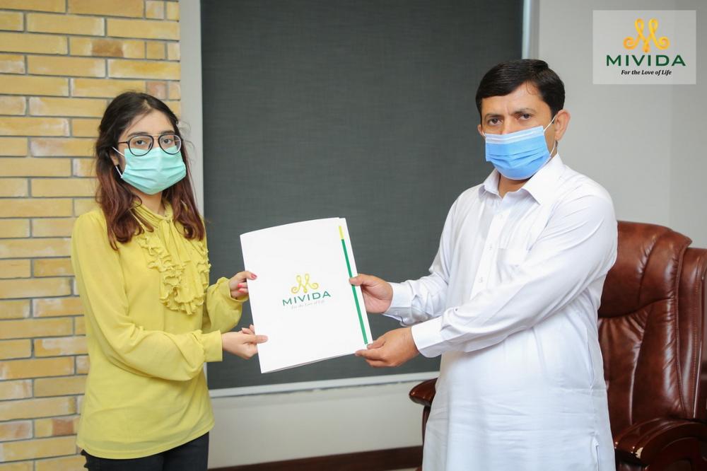Signature ceremony at Mivida office